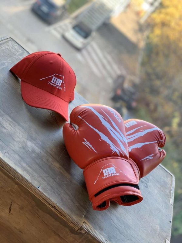 Gants et casquettes rouges LimTraining